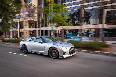 4. 2019_Nissan_GT-R_Front_side_right